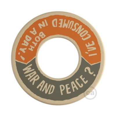 MINI-UFO: obojestranski leseni disk iz zbirke READING BALLSH*T, napis WAR&PEACE + BETTER THAN THE MOVIE