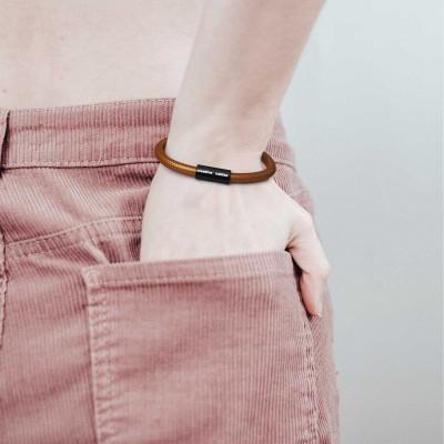 Zapestnica z mat črno magnetno zaponko in kablom RM22