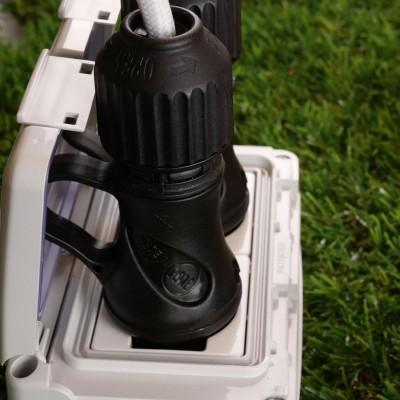 Črni šuko vtikač s prstanom, 16A 250V IP44, za sistem EIVA